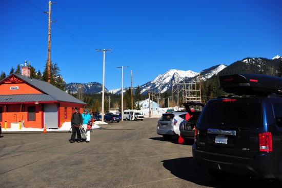 Parkplatz direkt an der Loipe in Hyak