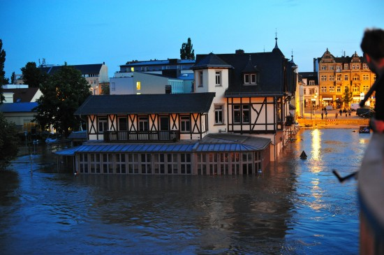 05. Juni, das Wasser hat auch die gesamte Gaststube geflutet. The water flooded the whole restaurant.