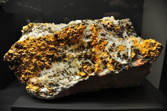 Baryt mit Dolomit und Chalkopyrit; Sohle 9/3, Dreislar, Suaerland, Nordrhein-Westfalen; Leihgabe Prof. Dr. Unland, Freiberg