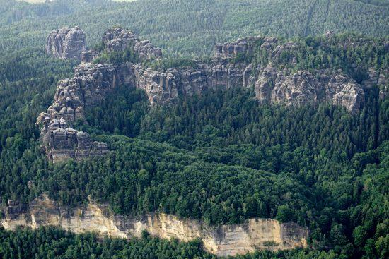 Sandsteinfelsen bei Schmilka mit Falkenstein